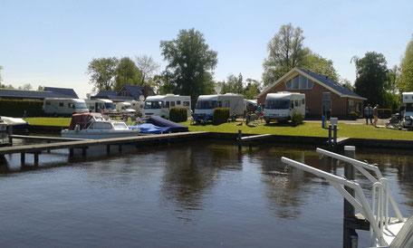 camperplaats aan het water friesland
