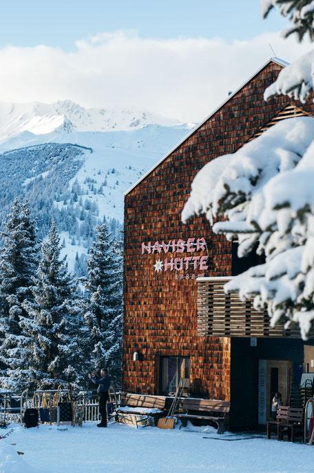 die schönsten Naturrodelbahnen in Tirol: Rodelbahn Naviser Hütte  #rodelbahn #tirol #alpen #tuxeralpen #wipptal #mountainhideaways