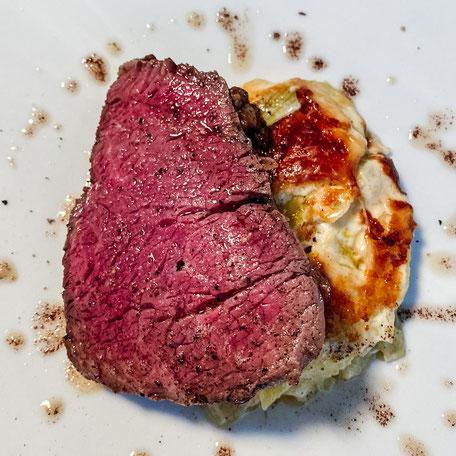 """perfekt gebratenes Rinderfilet - Rezept vom Chefkoch des Restaurants """"Wirtshaus zur Blauen Traube"""" in Algund bei Meran - Südtirol"""