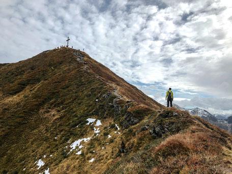 Blick zurück auf das Gipfelkreuz, Wiedersbergerhornbahn
