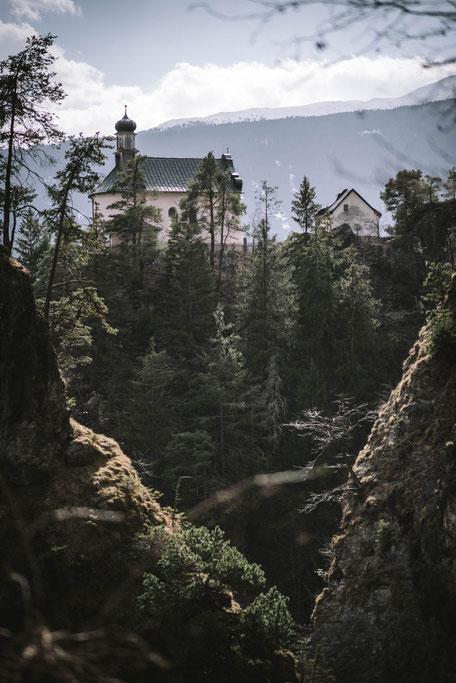 Schluchtenwanderung Tirol: Ehnbachklamm, Zirl nähe Innsbruck, Rundwanderung Zirl-Ehnbachklamm-Bruntal-Hochzirl-Kalvarienberg