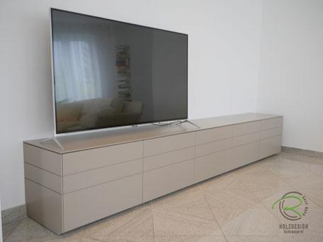 TV-Lowboard lackiert von Schreinerei Holzdesign Ralf Rapp in Geisingen, TV- Sideboard mit dünner Aufsatzplatte