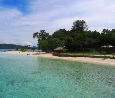 Drijvend waterdorpje op het Tempemeer bij Sengkang op Sulawesi