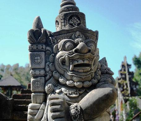Barong beeld bij Tirta Empul tempel op Bali