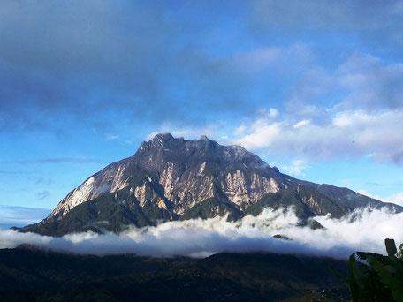 De imposante Mount Kinabalu in Kota Kinabalu in Sabah op Borneo