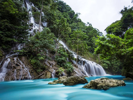 De mooie Lapopu waterval van het Laiwangi Wanggameti national park
