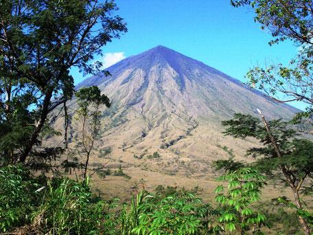 Inerie vulkaan bij Bajawa Flores Kleine Sunda eilanden