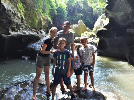 Met het gezin een spannende tocht maken door de Beji Guwang Hidden canyon