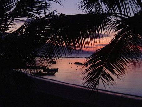 zonsondergang strand Maumere Flores Kleine Sunda eilanden
