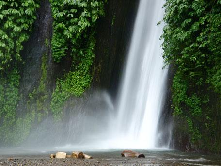 waterval tussen het groen bij Munduk Bali