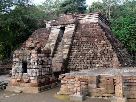 Mystieke Sukuh tempel dichtbij Tawangmanggu