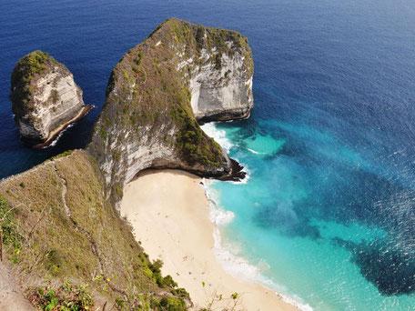 Indrukwekkende uitzicht over Kelingking beach op Nusa Penida Bali