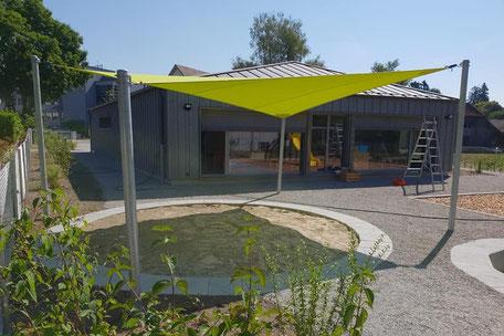 Sonnensegel Schulhaus