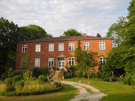 Gutshaus Kulturgut Dönkendorf (erbaut 1850)