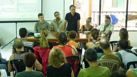 Guillem Chacon Cabas, Jefe de la Expedición Científica, se dirige a los participantes de la Expedición Científica Yasuní