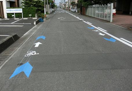 大分市自転車誘導サイン狭い幅の道