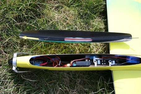 nez d'un planeur Voltij Aeromod avec l'installation électronique visible