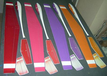 intrados de 4 planeurs coquillajs Aeromod blanc-rouge, blanc-rose, blan-milka, blanc-orange
