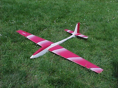 Voltij Aeromod blanc / rose dans l'herbe