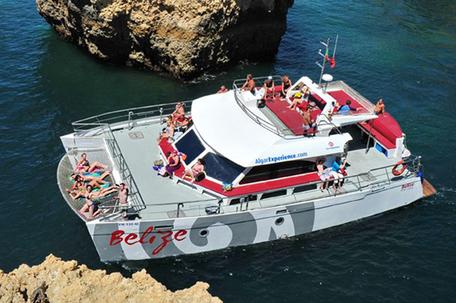 First Transfers und Tours in Galé,Albufeira,Algarve,Portugal geeignet um einen Ausflug zu machen mit Belize Bouttour und Buchen mit First Transfers.