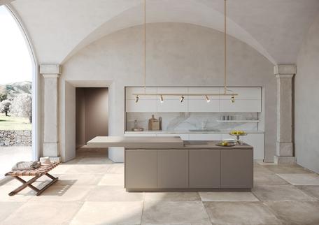 Cucine componibili moderne e classiche Febal Casa; cucina lineare bianca con  isola