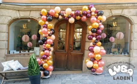 Latexballons in diversen Größen gebunden zur Girlande Bamberg Ballon Stiftsladen