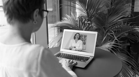 Coach Simone Thomßen bei einem virtuellen Coaching per Videokonferenz