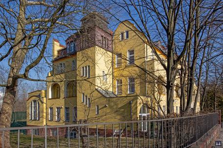 Die Kuranstalt Berolinum an der Lankwitzer Leonorenstraße. Seitenansicht der Fassade.
