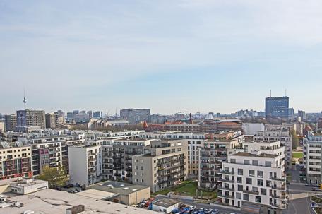 Dach der Lützowstraße. Fernsehturm und Postscheckamt