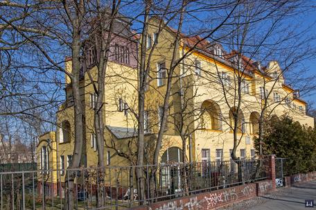 Die Kuranstalt Berolinum an der Lankwitzer Leonorenstraße. Treppenturm des Kurhauses.