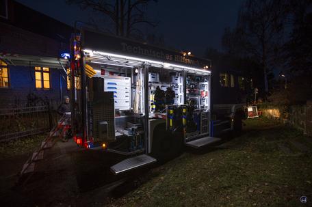 Auf dem Weihnachtsmarkt in Berlin - Lichtenrade präsentierte sich auch das THW. Rechte Seitenfront eines Einsatzfahrzeuges