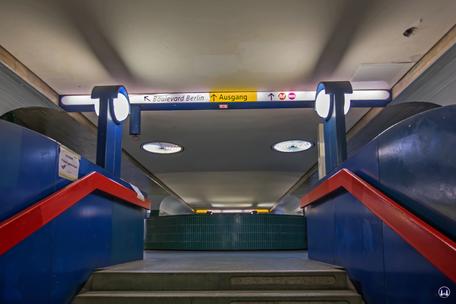 Das Ensemble U - Bahnhof Schloßstraße. Treppenaufgang zum Verteilergeschoss.