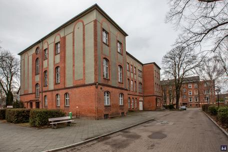 Die Kuranstalt Berolinum an der Lankwitzer Leonorenstraße. AM ehem. Krankenhaus fehlte bereits die hölzerne Veranda sowie einzelne Ornamente an der Fassade.