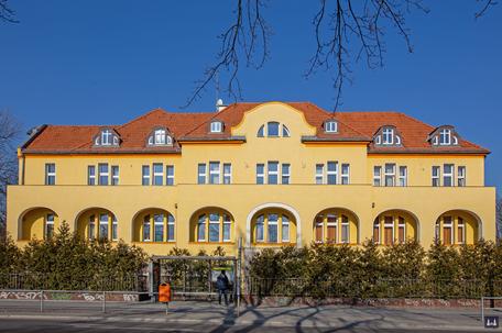 Die Kuranstalt Berolinum an der Lankwitzer Leonorenstraße. Blick auf die Fassade des Kurhauses.