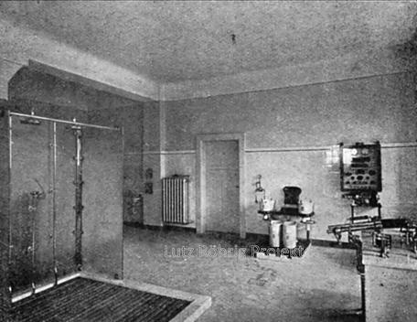 Die Kuranstalt Berolinum an der Lankwitzer Leonorenstraße. Blick auf die Duschen im Kurhaus.