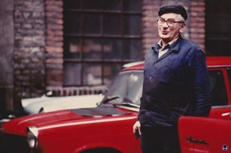 Gewerbehof Körtestraße 10. Der Chef der Autowerkstatt Helmut Jordan.