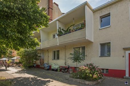 Gewerbehof Körtestraße 10. Nachbargebäude Körtestraße 12.