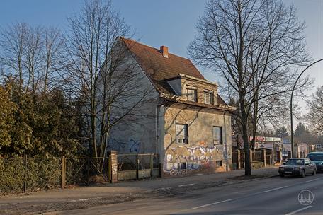 Berlin Lichtenrade Lichtenrader Damm verlassenes Haus Ruine Straßenseite Einfahrt