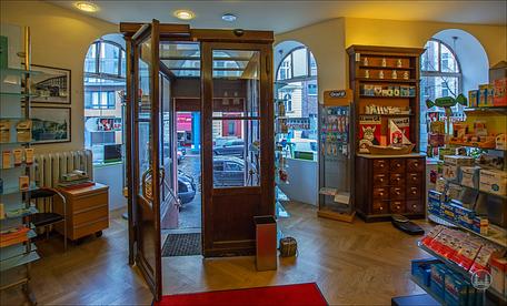 Kurmark - Apotheke Berlin Eingangs- und Ladenbereich