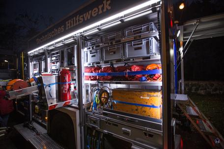 Auf dem Weihnachtsmarkt in Berlin - Lichtenrade präsentierte sich auch das THW. Linke Seitenfront eines Einsatzfahrzeugs.