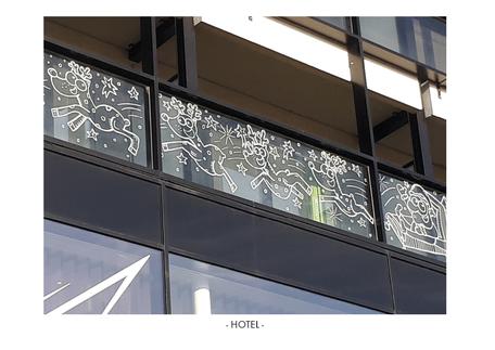 Dirk Van Bun Communicatie & Vormgeving - Illustraties - originele tekening - etalage cartoons - krijtstiften - Lommel - Hotel