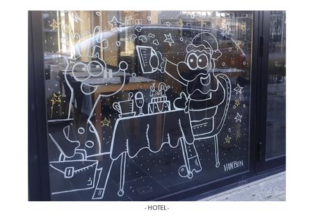 Van Bun Communicatie & Vormgeving - Etalage-cartoons - Hotel