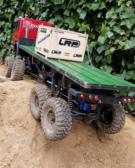 Abbildung: 8x8 Scania-Truck mit 3-fachem crawlster®BTA LenkSystem