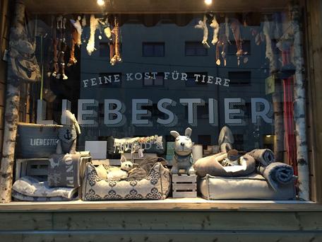 Liebestier Hütte Shop Schaufenster