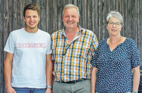 Mit Andreas Keller (l.) ist bereits die 3. Generation in der Firma dabei. Geführt wird das Unternehmen aktuell von Gerhard Keller (m.). Unterstützung erhält er dabei auch von seiner Frau Heidi Keller (r.)