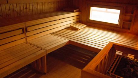 Ein Blick in die Sauna im Therapiezentrum Blender