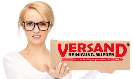 mueden.de, Verpackung, Versandreinigung, Frau mit Paket