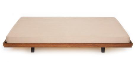 Massivholzmöbel Tossa Möbeldesign Bett freigestellt
