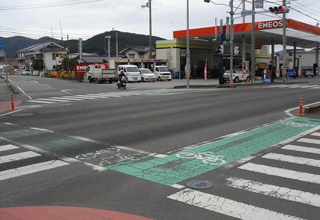 愛媛県交差点自転車レーン