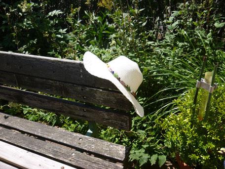 weißer Sommerhut
